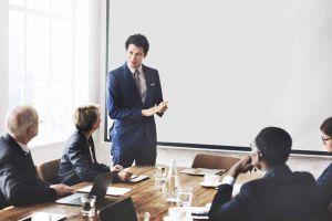 Stärken Sie Ihre Präsenz im Meeting: Stehen Sie auf!